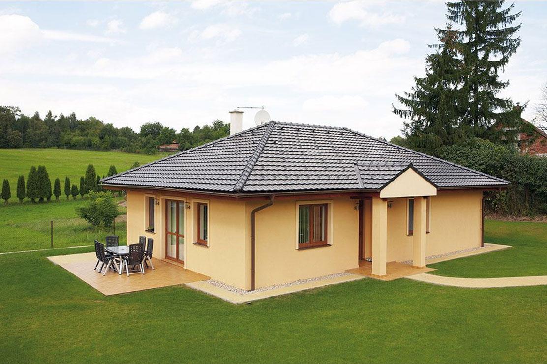 Stavíte-li cihlový či zděný dům, pak v drtivé většině případů se k němu bude hodit střecha z pálených střešních krytin. Ty vynikají svojí trvanlivostí, odolností proti mechanickému poškození, systémem dvojitých drážek proti vnikající vodě či vířivému sněh