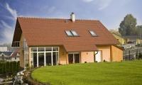 Investice do povrchových úprav   střešní krytiny se majitelům domů rozhodně vyplatí